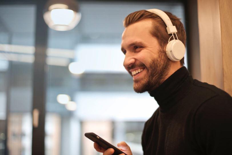 Continua il boom del podcast, previste entrate per 1 miliardo di dollari entro il 2021
