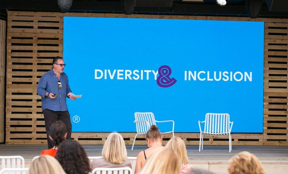 Il potere della differenza: come brand e agenzie possono assumere e mantenere la diversità nei team