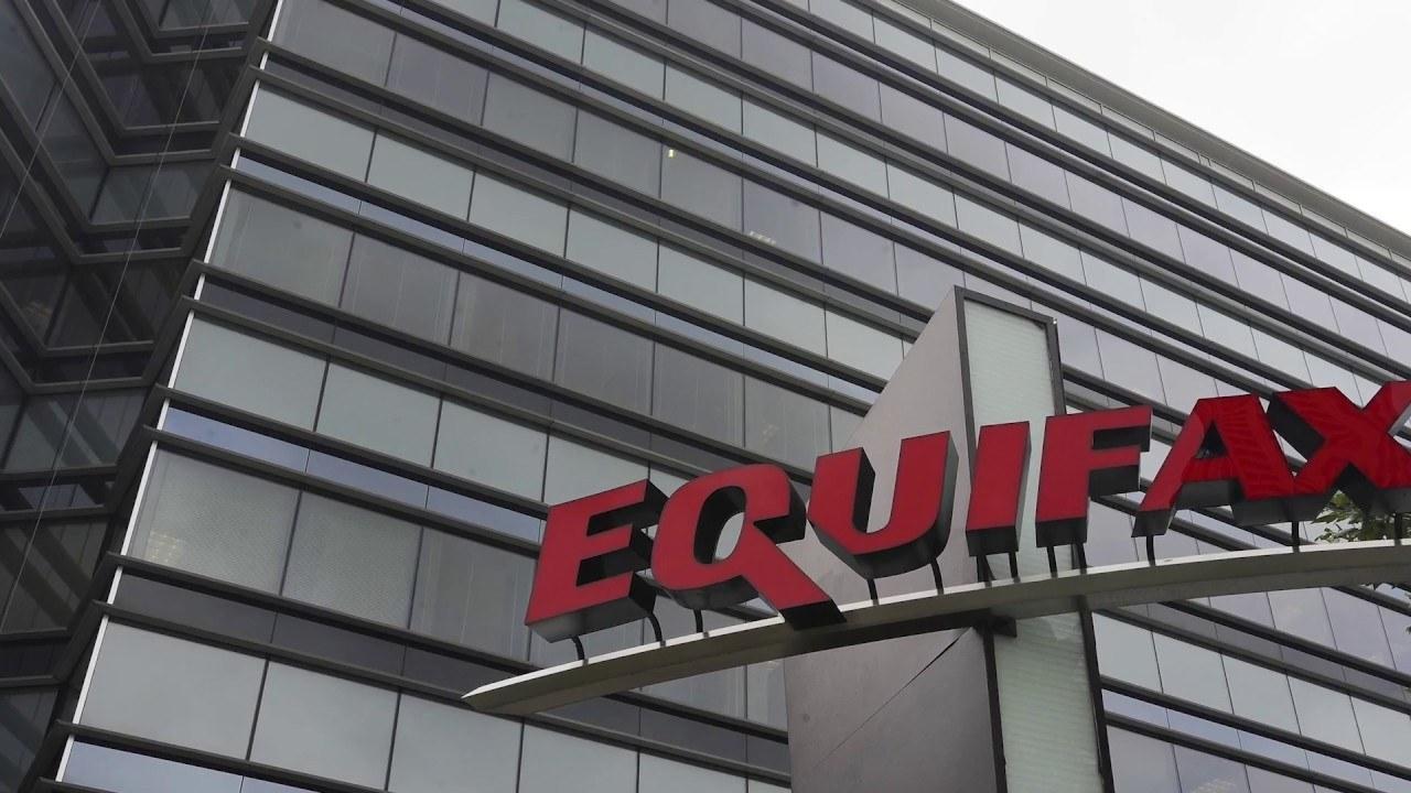 Attacco hacker: Equifax patteggia una multa fino a 700 milioni per furto di dati
