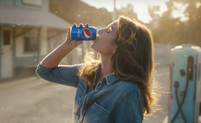 Pepsi vuole eliminare la plastica e sta per lanciare l'acqua in lattina