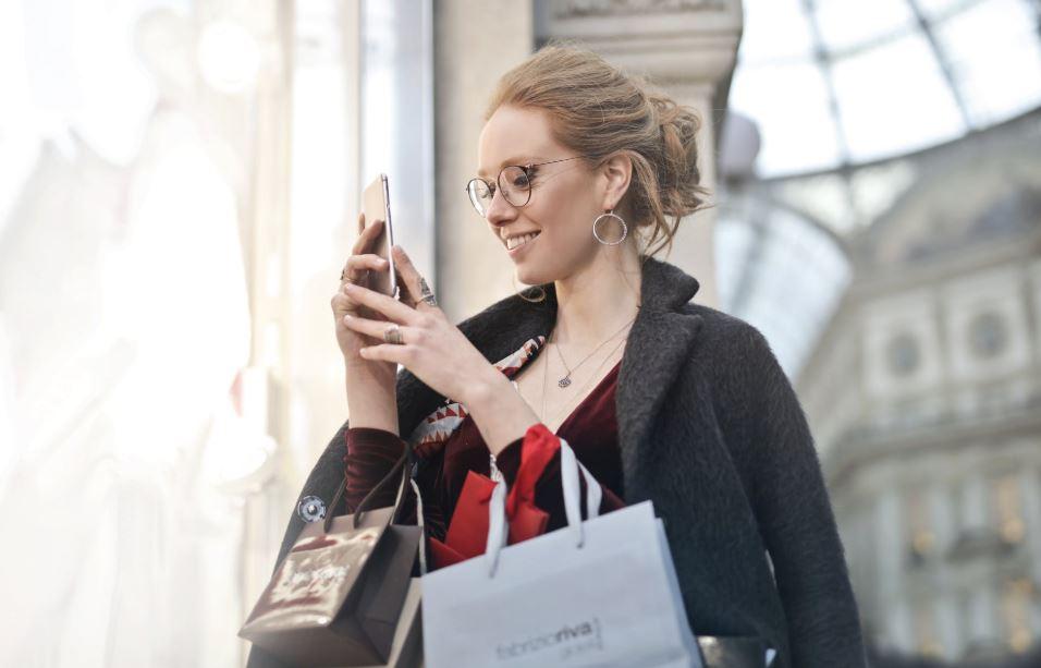 I consumatori fanno ricerche online anche quando sono in negozio (e tu puoi aiutarli a trovare ciò che cercano)