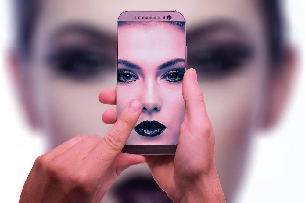 Riconoscimento facciale: Facebook vuole cambiare tutto. Che c'è da sapere