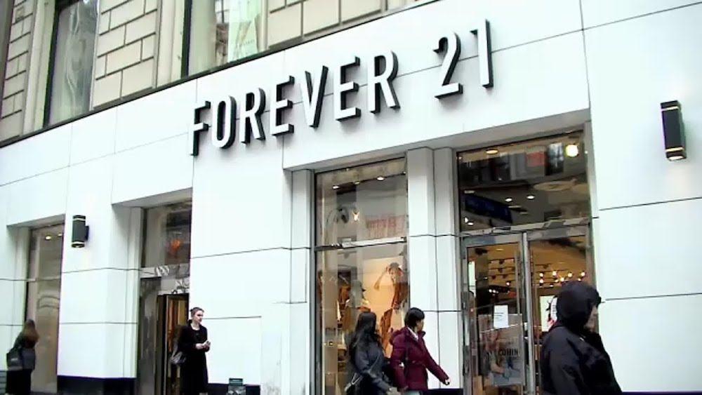 Fallisce Forever 21, il gigante Usa del fast fashion. A rischio 350 negozi