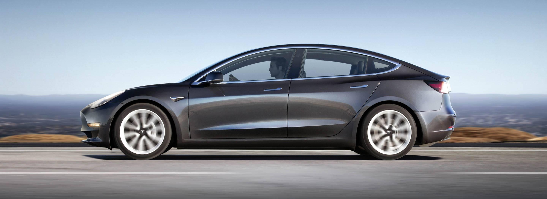 Elon Musk lancia l'assicurazione su misura per le sue Tesla. Ecco perché ha vinto (ancora)