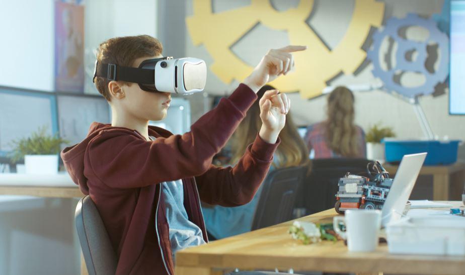 Tecnologia a scuola: come dovrebbe essere per valorizzare il fattore umano