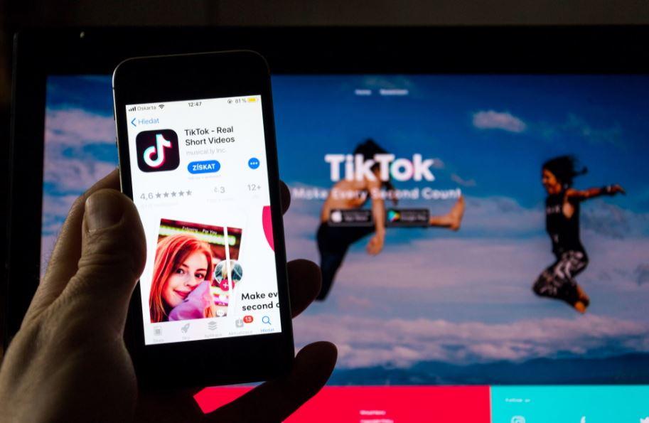 Anche TikTok contro la disinformazione: nuove regole per combattere i contenuti dannosi