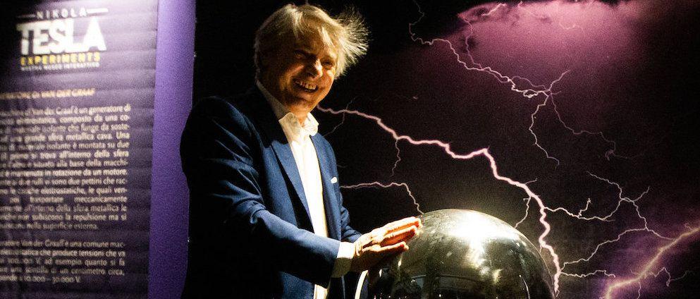 I fulmini, le bobine, il genio, la vita: la Nikola Tesla Exhibition a Milano