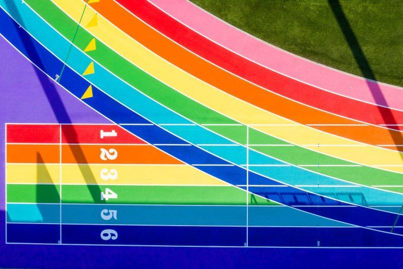 Nike dipinge di arcobaleno una pista di atletica dedicandola agli sportivi LGBT+
