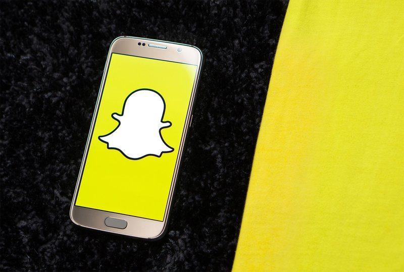 Snapchat continua a crederci: aumentano gli utenti attivi e i brand che investono in adv