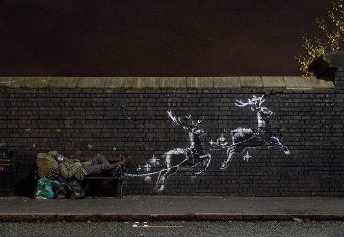 Banksy ha vinto ancora: il suo Babbo Natale-clochard è poesia vera