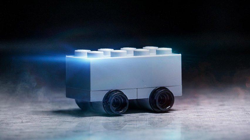 Il Cybertruck di Tesla è diventato un fenomeno social (su cui ha detto la sua anche LEGO)