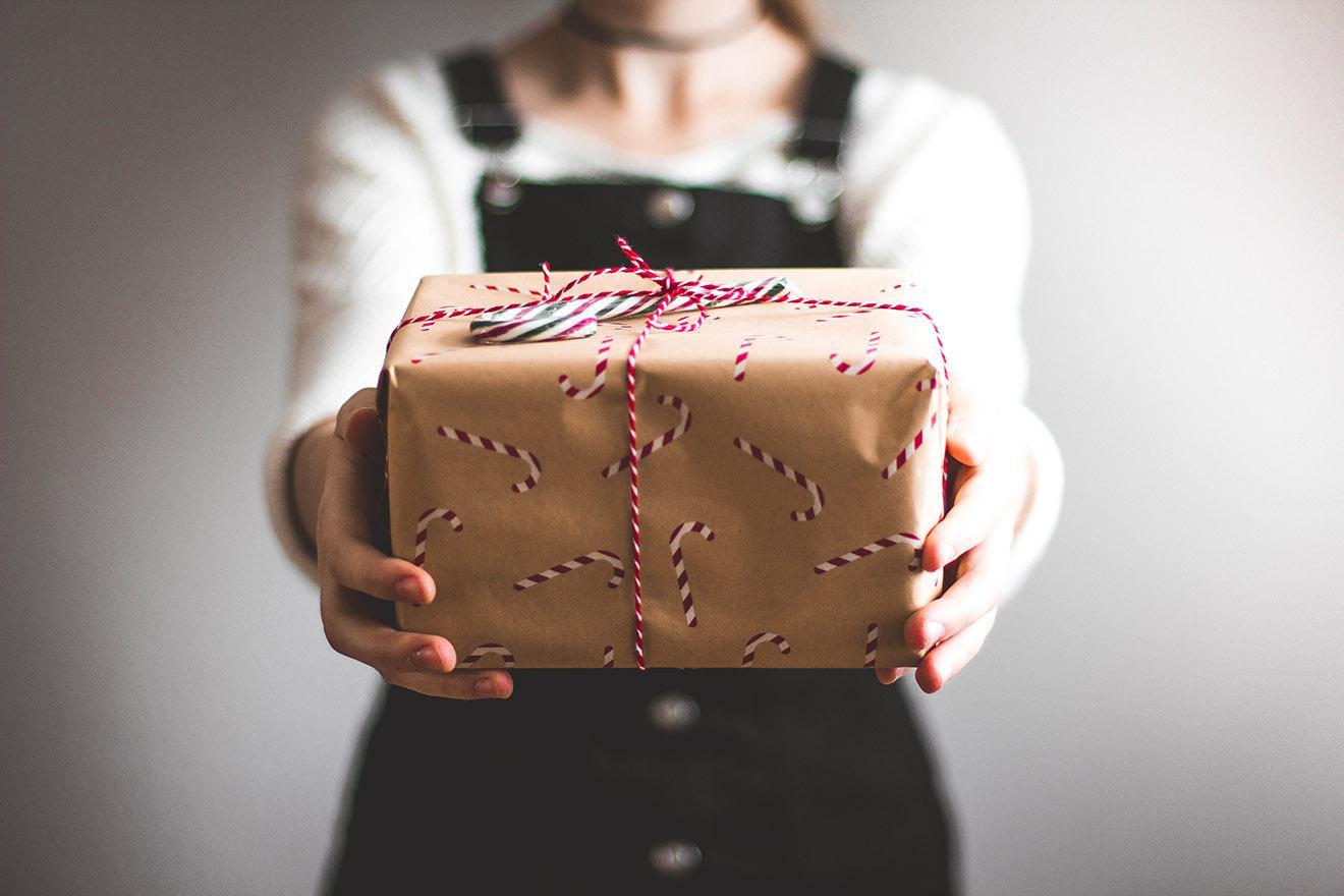 Idee e consigli per chi è ancora alla (disperata) ricerca di regali di Natale curiosi e divertenti