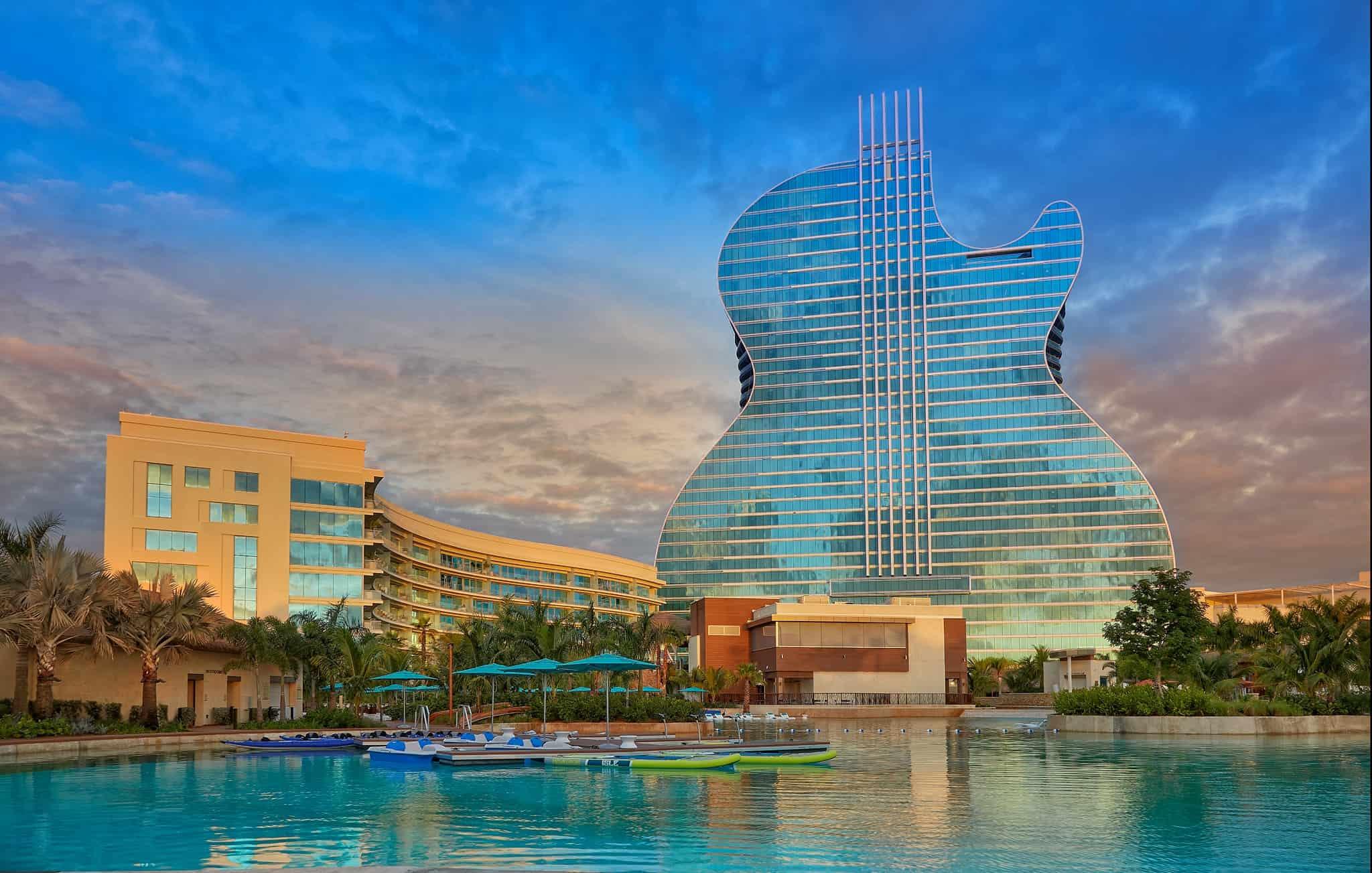 Hard Rock apre il primo hotel al mondo a forma di chitarra