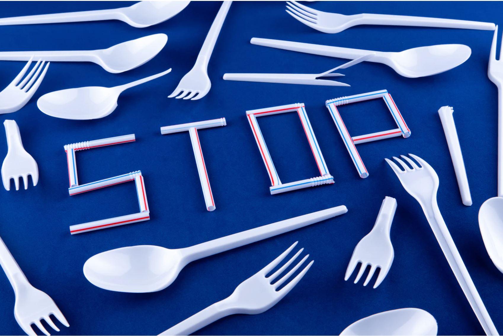 consumo sostenibile. posate plastica