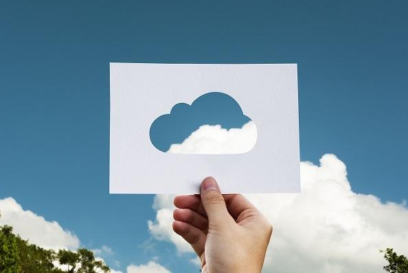 Cloud hosting e hosting condiviso: qual è la differenza e come scegliere la soluzione migliore lo