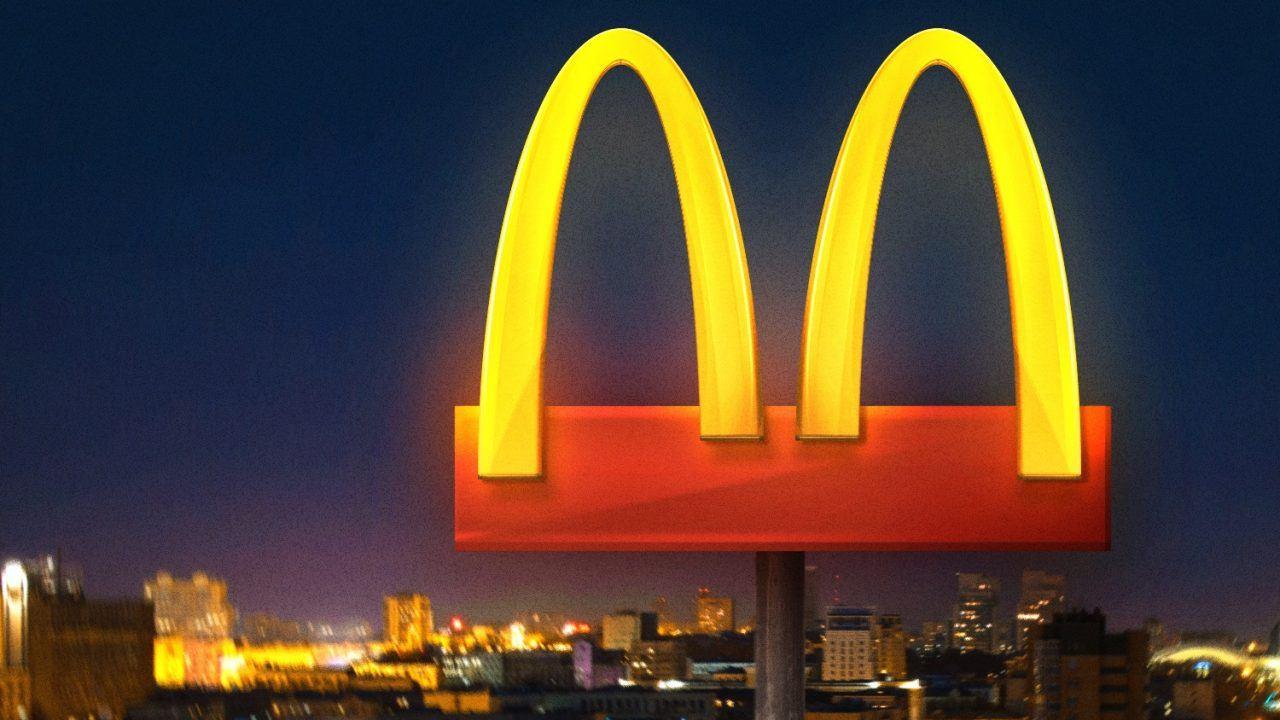 Da McDonald's a Chiquita, i brand cambiano logo per incoraggiare il distanziamento sociale