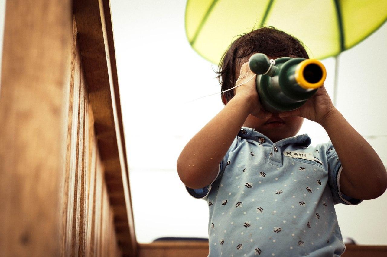 La curiosità è importante e stimolarla nei bambini porta a un migliore apprendimento