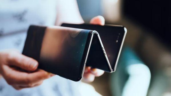 La sfida tecnologica degli smartphone pieghevoli è appena cominciata (e non ci abbandonerà presto)