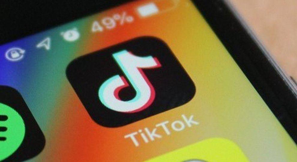 TikTok Challenge: Salt e Coronavirus, le due sfide che preoccupano medici e genitori