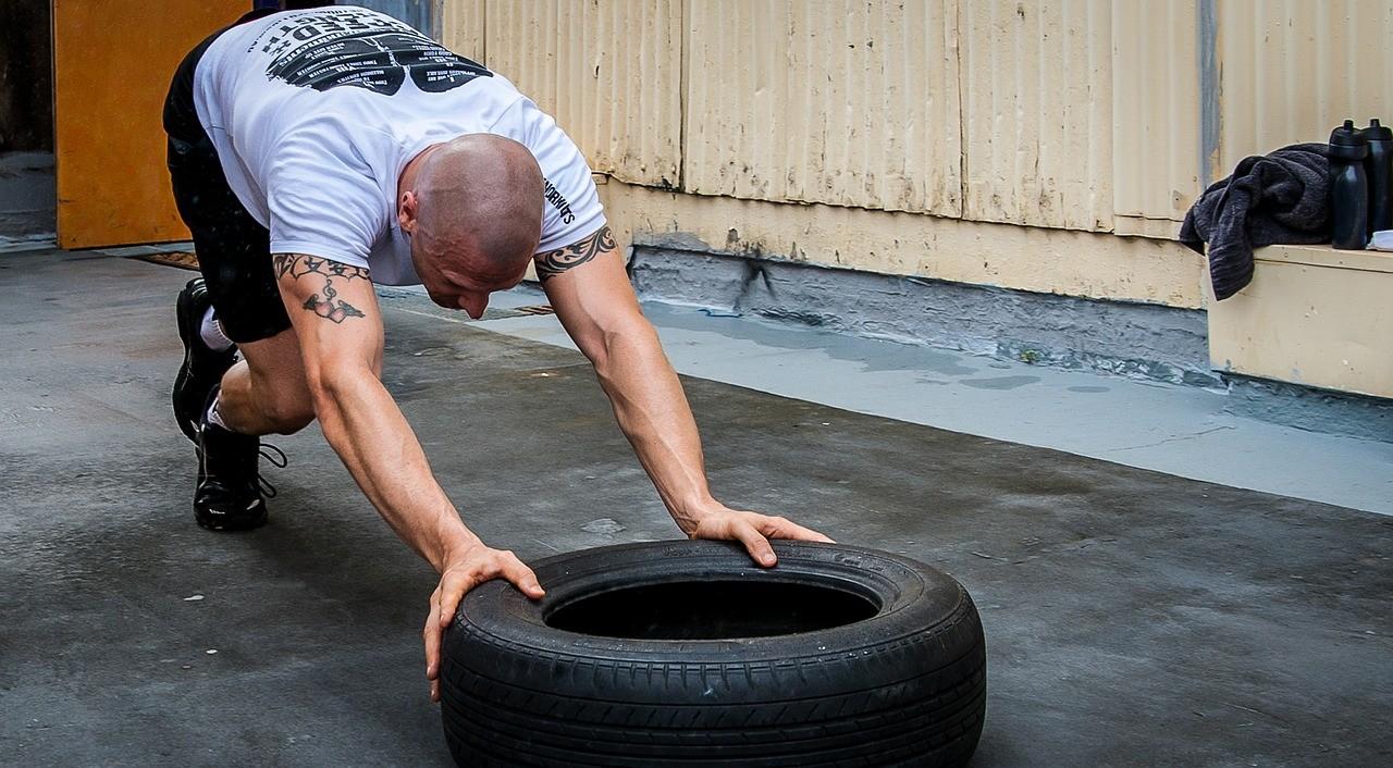 25 personal trainer da seguire su Instagram per allenarsi da casa