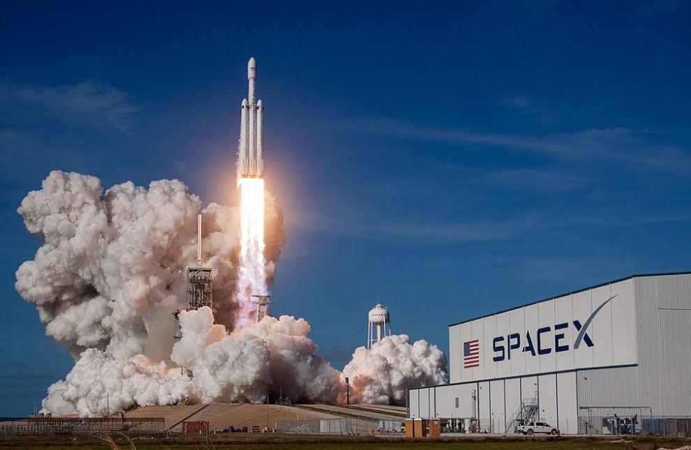 SpaceX porta due astronauti della NASA nello spazio (e il lancio si potrà seguire in diretta streaming)