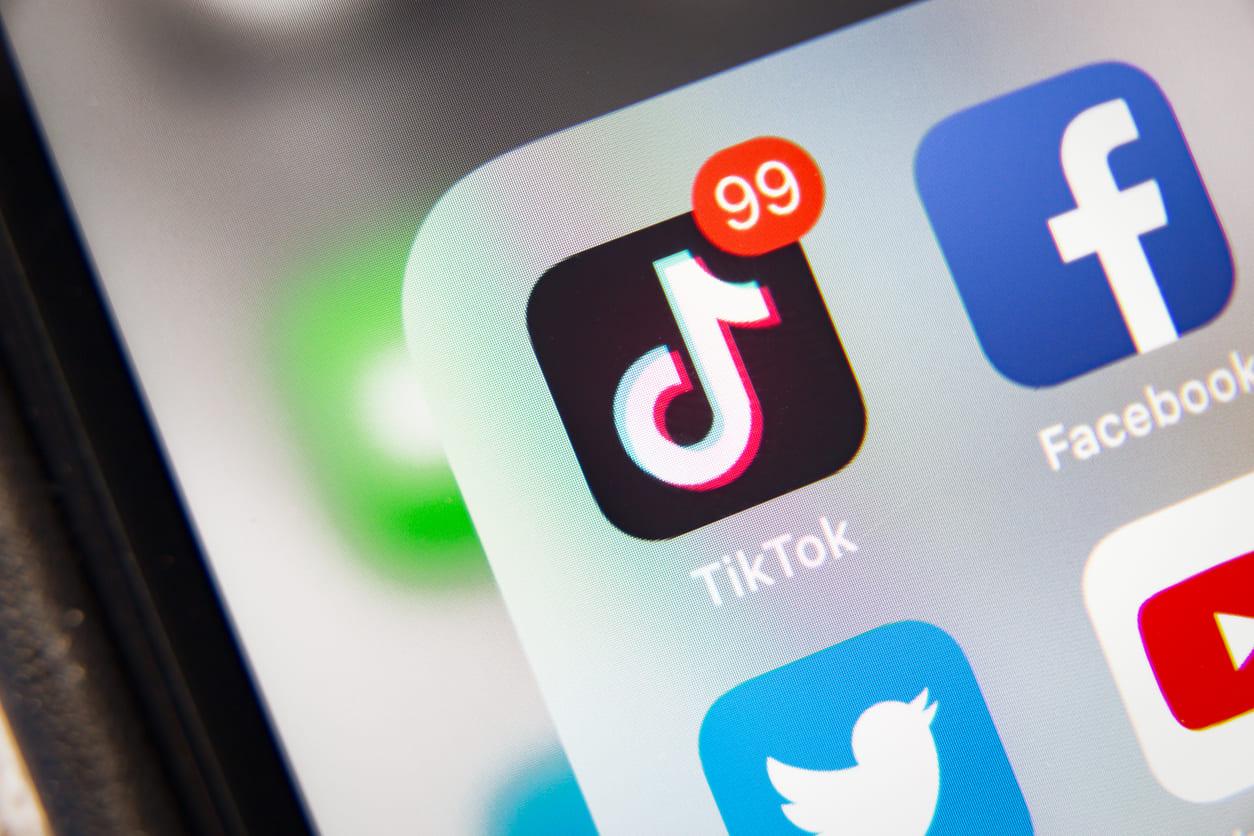 TikTok apre il suo algoritmo e sfida i concorrenti a fare lo stesso