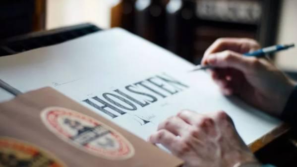 Rebranding di agosto: Rolls-Royce, Holsten e il nuovo design di Facebook