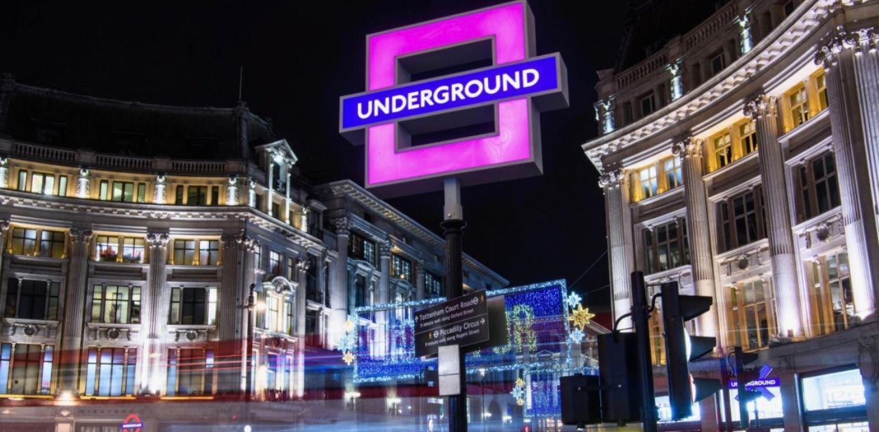 PlayStation ha sostituito i cartelli della metropolitana di Londra con le icone del suo controller