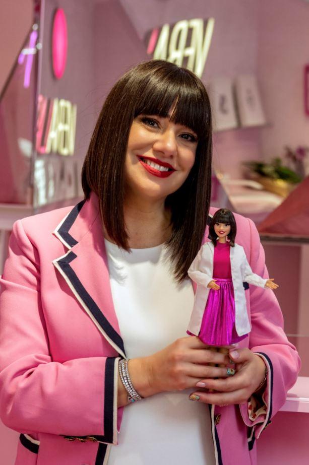 estetistacinica con la sua barbie personalizzata